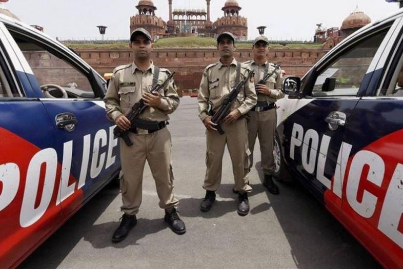 -delhi-city-ncr-police-raids-at-lawyer-mehmood-pracha-office-in-delhi-riots-case