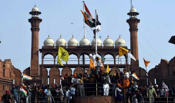 red-fort-union-minister-said-two-ancient-urns-also-disappeared-from-the-premises