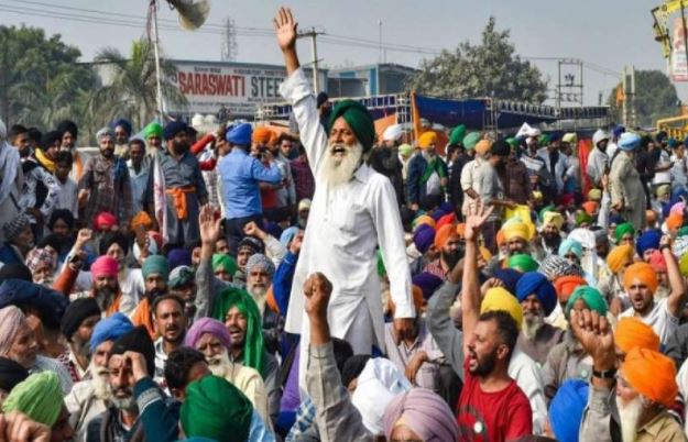 farmers-protest-against-rss-blood-donation-camp-in-ropar