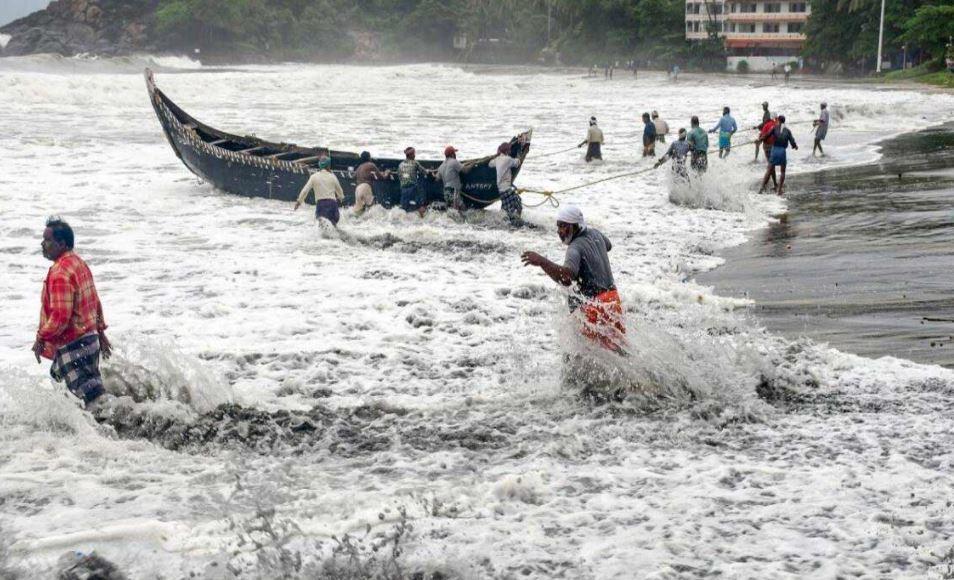 ahmedabad-after-heavy-devastation-in-maharashtra-cyclone-tauktae-hit-coast-of-gujarat