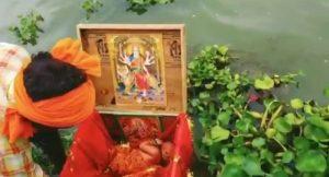 BOX MAIN MILE BHAGWAN KE CHITRA