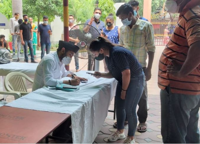 Noida: RSS-run vaccination center Vineet Kaushal and Dr. Anil Tyagi inaugurated 72435